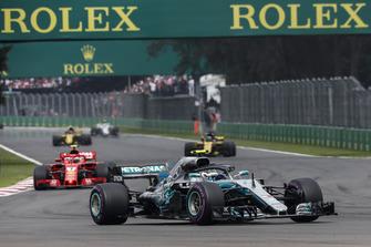 Valtteri Bottas, Mercedes AMG F1 W09 EQ Power+ leads Kimi Raikkonen, Ferrari SF71H