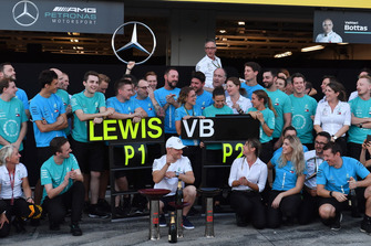 Valtteri Bottas, Mercedes AMG F1 celebrates with the team