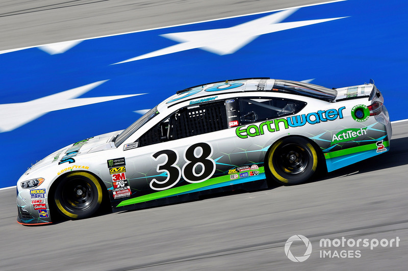 27. David Ragan, Front Row Motorsports, Ford Fusion Earthwater