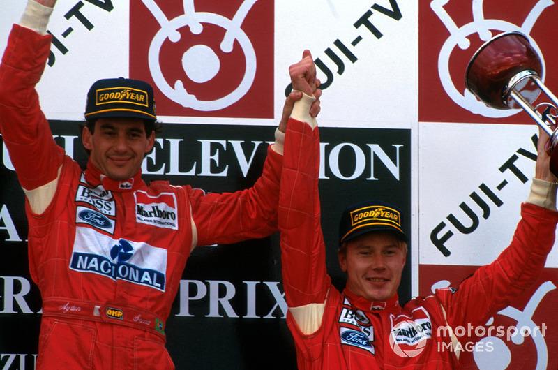 Vencedor Ayrton Senna, McLaren, e Mika Hakkinen, McLaren