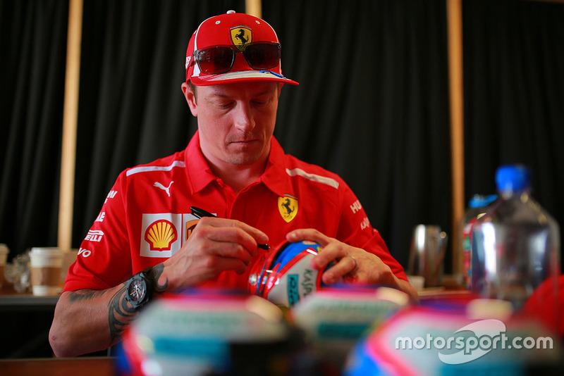 Kimi Raikkonen, Ferrari firma un autógrafo
