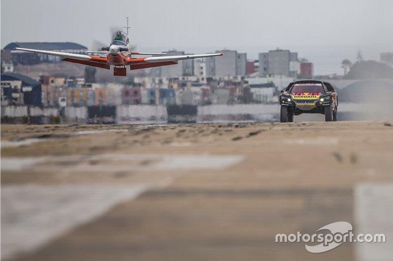 Наперегонки с самолетом: Себастьен Лёб и Даниэль Элена, PH Sport, Peugeot 3008 DKR (№306)