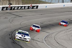 Kevin Harvick, Stewart-Haas Racing, Ford Fusion Mobil 1 and Brad Keselowski, Team Penske, Ford Fusion Wurth