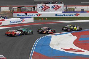 Jimmie Johnson, Hendrick Motorsports, Chevrolet Camaro Lowe's for Pros Erik Jones, Joe Gibbs Racing, Toyota Camry Reser's