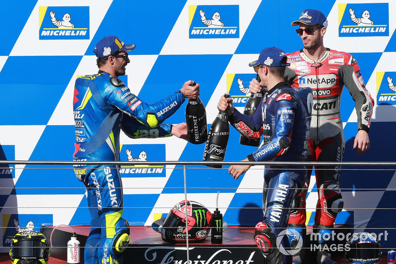 Podio: il vincitore della gara Maverick Viñales, Yamaha Factory Racing, il secondo classificato Andrea Iannone, Team Suzuki MotoGP, il terzo classificato Andrea Dovizioso, Ducati Team