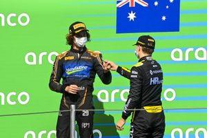 Alexander Peroni, Campos Racing e il vincitore della gara Oscar Piastri, Prema Racing Celebrate sul podio