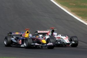 Jenson Button, BAR Honda 007 overtakes David Coulthard, Red Bull Racing RB1