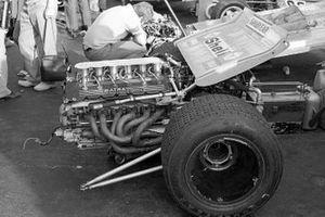 El motor Matra V12 acoplado a la suspensión trasera