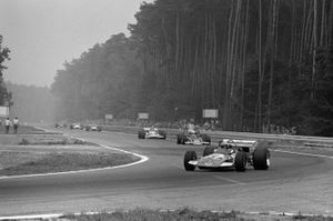 John Surtees, Surtees TS7 Ford, John Miles, Lotus 72C Ford y Henri Pescarolo, Matra MS120