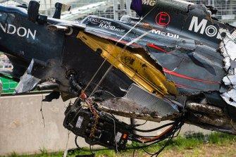 La voiture accidentée de Fernando Alonso, McLaren MP4-31