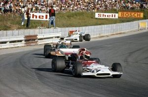 Helmut Marko, BRM P153 leads John Love, Surtees TS9 Ford