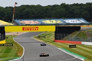 Valtteri Bottas, Mercedes F1 W11, Lando Norris, McLaren MCL35