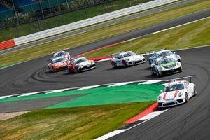 Julian Hanses, Lechner Racing Middle East, leads Marius Nakken, Dinamic Motorsport, Berkay Besler, Jaap van Lagen, Fach Auto Tech, and Jukka Honkavuori, MRS GT-Racing