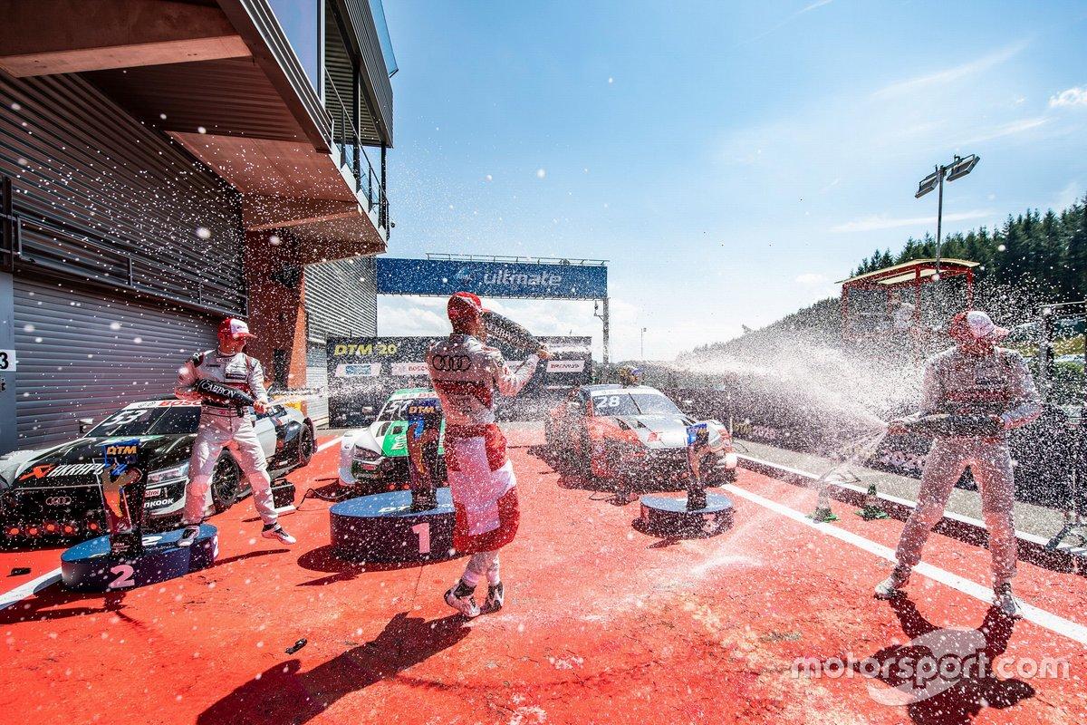 Podio: il vincitore della gara Nico Müller, Audi Sport Team Abt Sportsline, secondo posto per Jamie Green, Audi Sport Team Rosberg, terzo posto Loic Duval, Audi Sport Team Phoenix