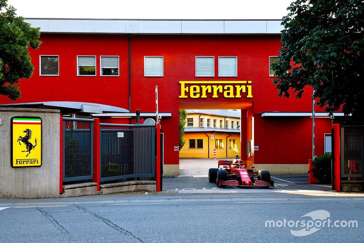 Charles Leclerc esce dalla sede Ferrari con la SF1000