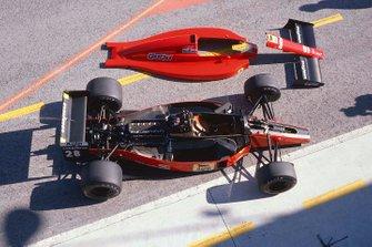 Un Ferrari 640 en el pit lane con su carrocería
