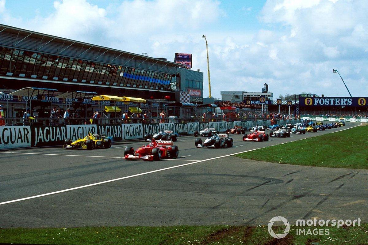 La partenza con Rubens Barrichello, Ferrari F1-2000 in pole position, GP della Gran Bretagna del 2000