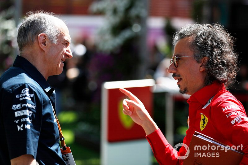 Franz Tost, Team Principal, AlphaTauri, con Laurent Mekies, Direttore Sportivo, Ferrari