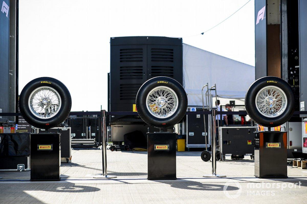 Los neumáticos Stella Bianca en el paddock
