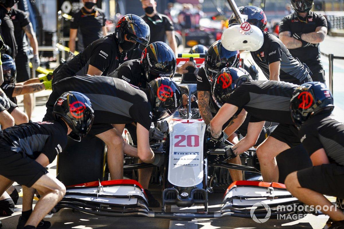 El equipo Haas F1 practica un pitstop