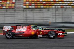 Felipe Massa, Ferrari F10, Heikki Kovalainen, Lotus T127 Cosworth