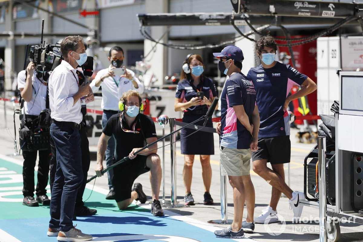 Sergio Pérez, Racing Point, y Lance Stroll, Racing Point, hablan con los medios de comunicación