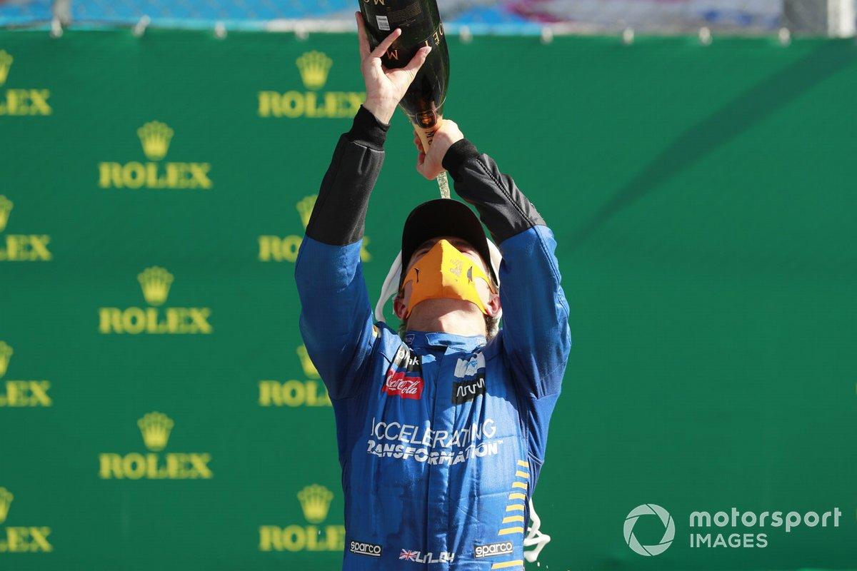 Podio: tercer lugar Lando Norris, McLaren celebra