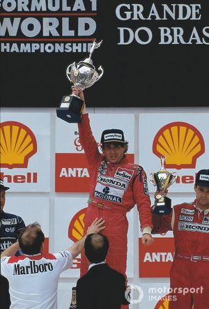 Podium: race winner Ayrton Senna, McLaren-Honda is supported by team owner Ron Dennis