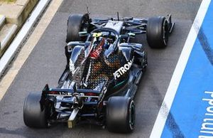 Valtteri Bottas, Mercedes F1 W11, heads into the pits with a puncture