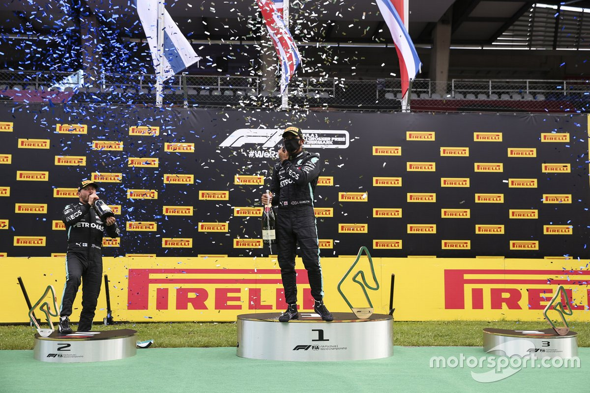 Valtteri Bottas, Mercedes-AMG Petronas F1 and Race Winner Lewis Hamilton, Mercedes-AMG Petronas F1 celebrate on the podium with the champagne