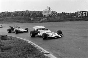 Jo Siffert, BRM P160, Peter Gethin, McLaren M14A Ford