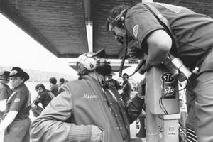 Maurice Petty and Dale Inman discuss pit strategy