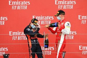 Yuki Tsunoda, Carlin celebrates on the podium with Mick Schumacher, Prema Racing