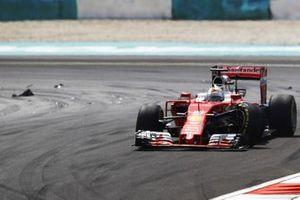 Sebastian Vettel, Ferrari SF16-H tras el accidente