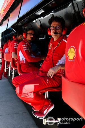 Mattia Binotto, team principal de Ferrari, au muret des stands