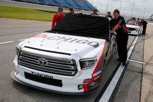 Brandon Jones, Kyle Busch Motorsports, Toyota Tundra Chigo/Menards crew