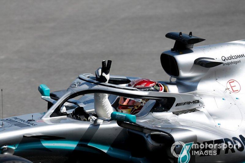 Lewis Hamilton, Mercedes AMG F1 W10 festeggia nel cool down lap