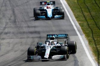 Lewis Hamilton, Mercedes AMG F1 W10, leads Robert Kubica, Williams FW42