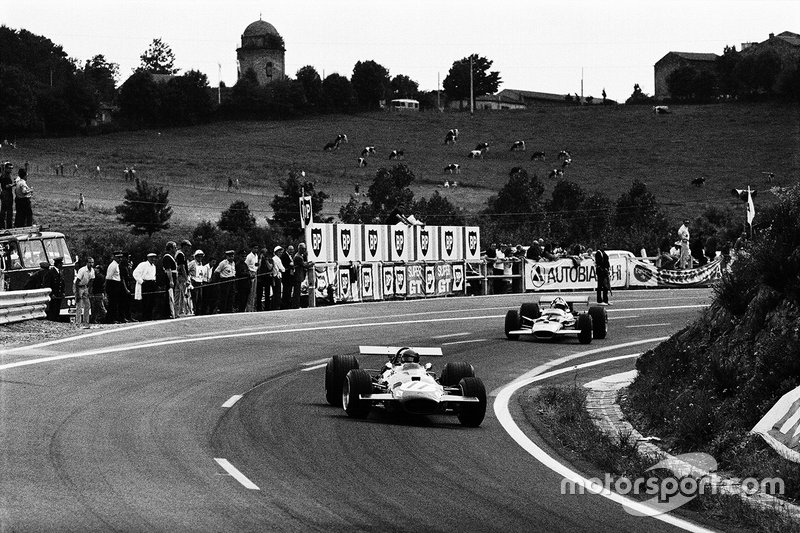 Jacky Ickx, Brabham BT26A Ford roule devant Jochen Rindt, Lotus 49B Ford