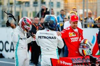Pole man Valtteri Bottas, Mercedes AMG F1, on the grid with Lewis Hamilton, Mercedes AMG F1, and Sebastian Vettel, Ferrari, after Qualifying