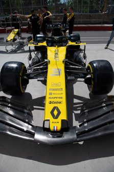 The Daniel Ricciardo Renault R.S.19 in the pit lane