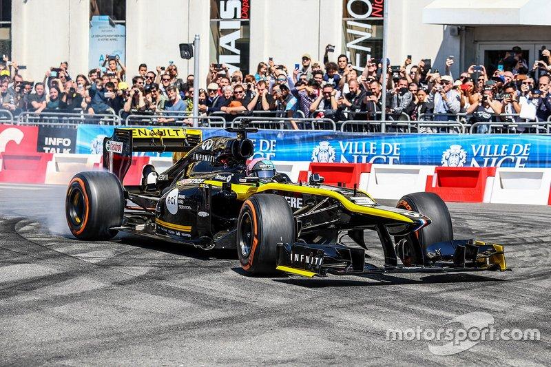 Demostración de Daniel Ricciardo en las calles de Niza, Francia