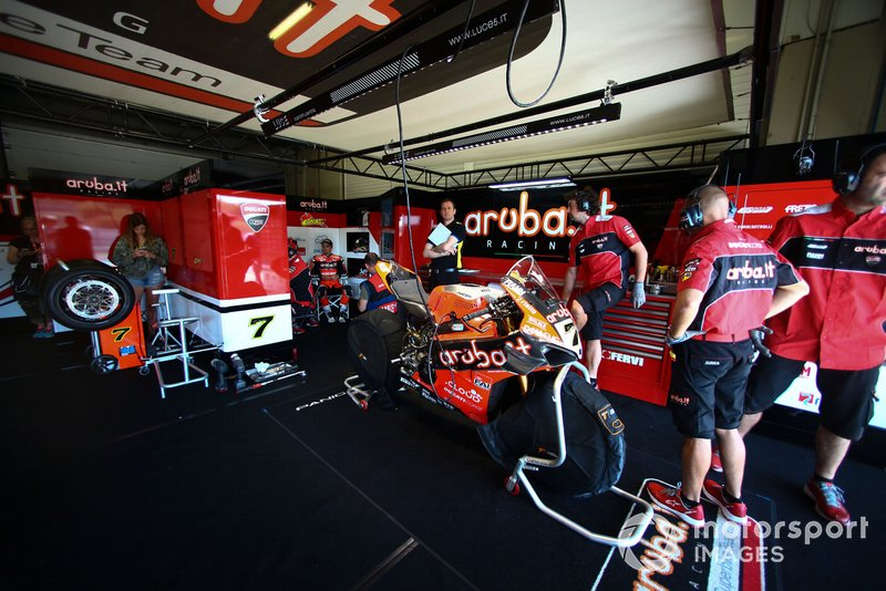 Chaz Davies, Aruba.it Racing-Ducati Team garage