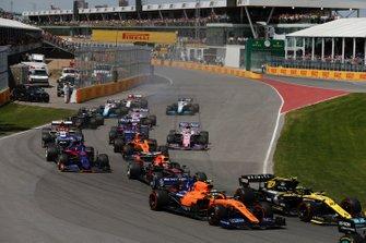 Nico Hulkenberg, Renault F1 Team R.S. 19, Lando Norris, McLaren MCL34, Max Verstappen, Red Bull Racing RB15, Daniil Kvyat, Toro Rosso STR14, Carlos Sainz Jr., McLaren MCL34, Antonio Giovinazzi, Alfa Romeo Racing C38, al inicio
