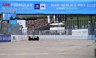 Lucas Di Grassi, Audi Sport ABT Schaeffler, Audi e-tron FE05, crosses the finish line, celebrates victory