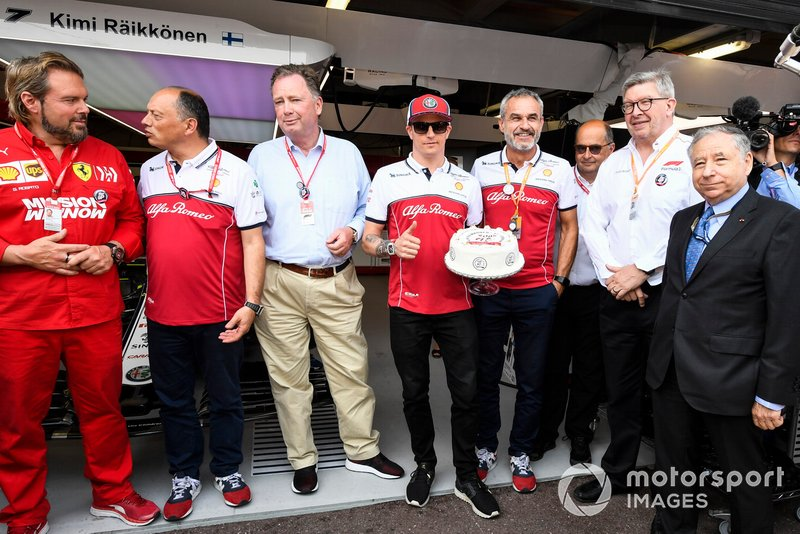 Jean Todt, President, FIA, Ross Brawn, Managing Director of Motorsports, FOM and Frederic Vasseur, Team Principal, Alfa Romeo Racing together to celebrate the 300th GP of Kimi Raikkonen, Alfa Romeo Racing