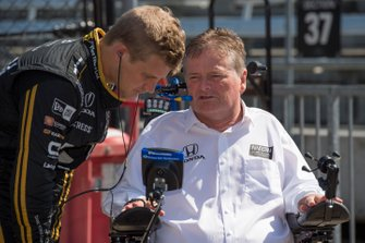 Marcus Ericsson, Arrow Schmidt Peterson Motorsports Honda, talks to team owner Sam Schmidt