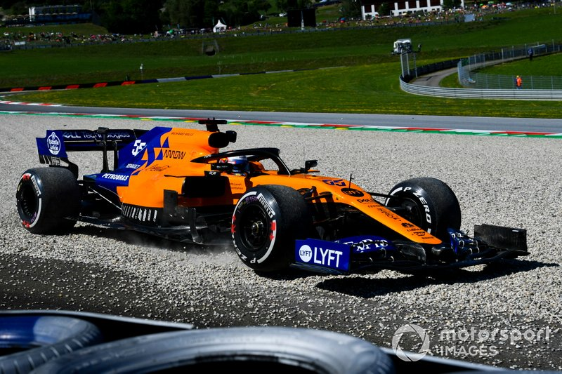 Carlos Sainz Jr., McLaren MCL34 runs wide over the gravel