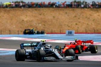 Valtteri Bottas, Mercedes AMG W10 leads Charles Leclerc, Ferrari SF90