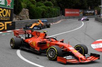 Шарль Леклер, Ferrari SF90, и Ландо Норрис, McLaren MCL34